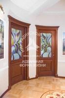 Радиусная дверь красивая